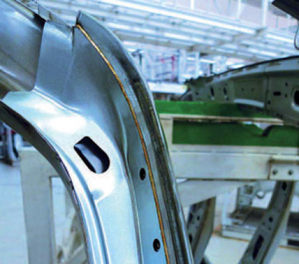 Aus zwei mach eins: Optimierung der Zusatzdrahtförderung für das Laserstrahlfügen bei Volkswagen