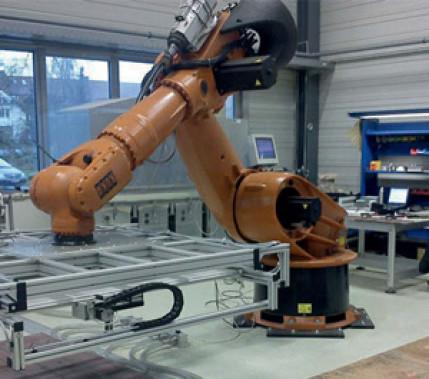 Schnell, flexibel und wirtschaftlich: Automatisches Abräumen und Vereinzeln von Bauteilen im Blechzuschnitt