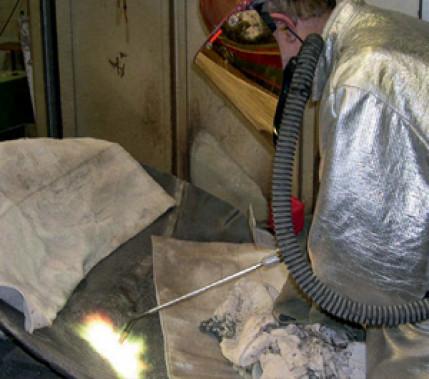 Werkstoff und Budget geschont: Gas-Pulver-Schweißen von gusseisernen Feuerschalen