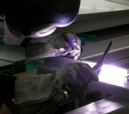 Die Qualität im Griff: Höhere Prozesssicherheit beim WIG-Schweißen feueraluminierter Bleche