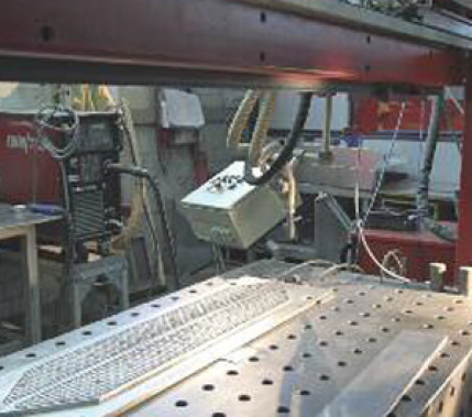 Automation im Mittelstand: Schweißrobotersystem in der Flachdachfertigung