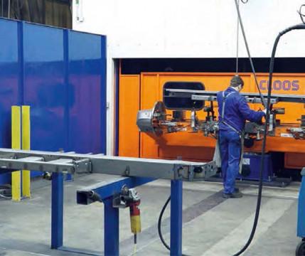Effizienz durch Automatisierung und optimale Prozesse: Vernetzte Fertigung in der Blechbearbeitung bei Glüpker Blechtechnologie