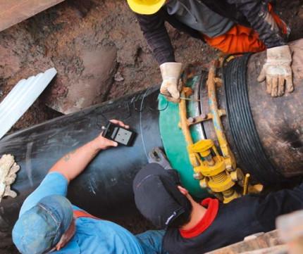 Kompakt und baustellengeeignet: Entmagnetisieren von Rohrleitungen