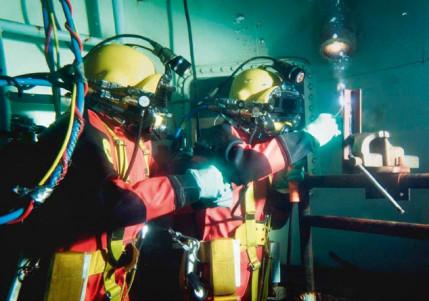 Schweißmetallurgie und Anwendungen: Unterwasserschweißen und -schneiden mit umhüllten Stabelektroden für Schiffbau- und Offshore-Anwendungen, Teil 2