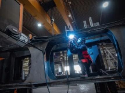 Umfassende Qualitätssicherung und Rückverfolgbarkeit: Schweißen großer und komplexer Grundrahmen für Maschine und Anlagenn