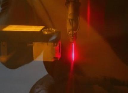Wasser und Laser im Verbund: Hochpräzisionsbearbeitung durch wasserstrahlgeführtes Laserstrahlschneiden