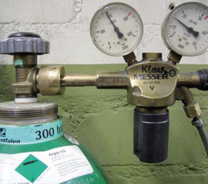 Wo rohe Kräfte sinnlos walten: Falsche Handhabung beim Einsatz von 300-bar-Schutzgasdruckminderern