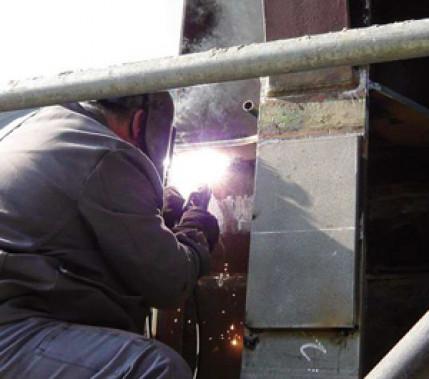 Ein nicht alltägliches Beispiel aus dem Stahlbau: Sanierung eines Fördergerüsts aus dem Jahr 1944 im laufenden Betrieb (Teil 2)