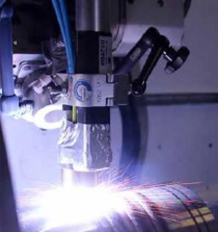 Entwicklung des hybriden Auftragschweißens als leistungsfähigen Beschichtungsprozess für Korrosionsund Verschleißschutzschichten